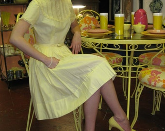 1960s Pale Yellow Pumps - 7
