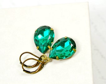 Emerald Green Estate Earrings, Vintage Emerald Rhinestone Earrings, Retro Hollywood Estate Style Jewelry, Vintage Glass Earrings