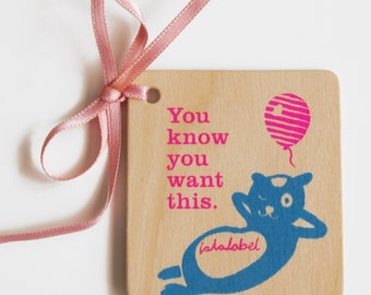 Wooden neon gift tags. Happy animals in neon pink and blue.