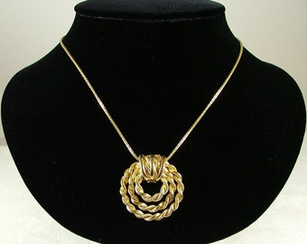 LISNER Gold Twisted Rope Pendant Necklace and Brooch Duo