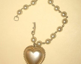 Vintage 60s Pearl Chain Bracelet with Dangling HEART Charm. Pearl Heart, WEDDING GIFT Under 25. Valentines Gift.