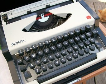 "Vintage OLYMPIA ""CURSIVE SCRIPT"" Manual Portable Typewriter w/Vinyl Carry Case ""Excellent"""