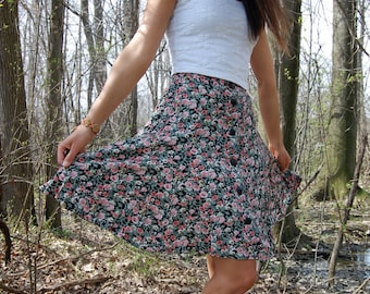 Adorable Vintage 90s Flower Floral Mini Skirt with Black Buttons