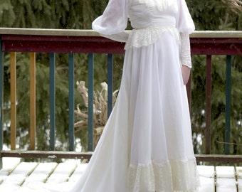 Vintage Victorian style Wedding Dress Petite lace Custom made Button Back Chiffon Train