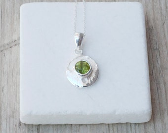 Green Peridot Necklace, Sterling Silver Delicate Peridot Pendant on Chain, Bridal Necklace, Emerald Green Jewelry, August Bithstone Gift