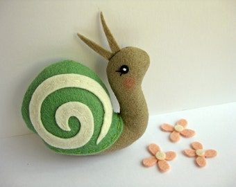 Tiny Snail Plush Ornament in Green