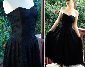 GOTHIC Vamp 1980's Vintage Sexy Black Lace Strapless Dress with a Sweetheart Neckline size Small