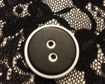 Black and White Buttons 20 Count