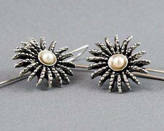 Ocean jewelry. Anemone silver earrings. Organic earrings with the pearls