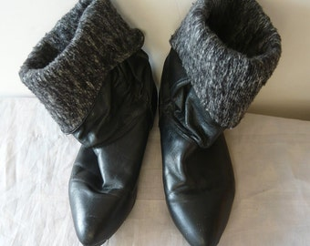 Vintage Leather Cuff Ankle Boots 7 M Eur 37 .5 UK 4 .5 Fleece Lined Flat Slouchy Pirate Pixie 1980s