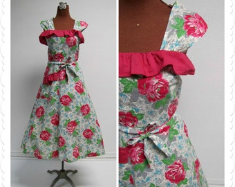 1940s Cotton Pinafore Day Dress with Pink Roses and Ruffles
