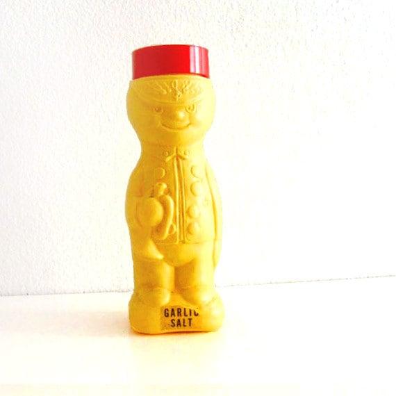 Vintage Shaker Plastic Trumpet Royal Guard Domino Sugar 'n Cinnamon