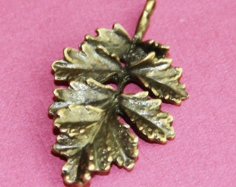 6 pcs of antique brass leaf pendant 31x19mm