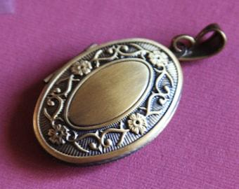 2 pcs of antiqued brass filigree Oval Locket Pendant 27x53mm