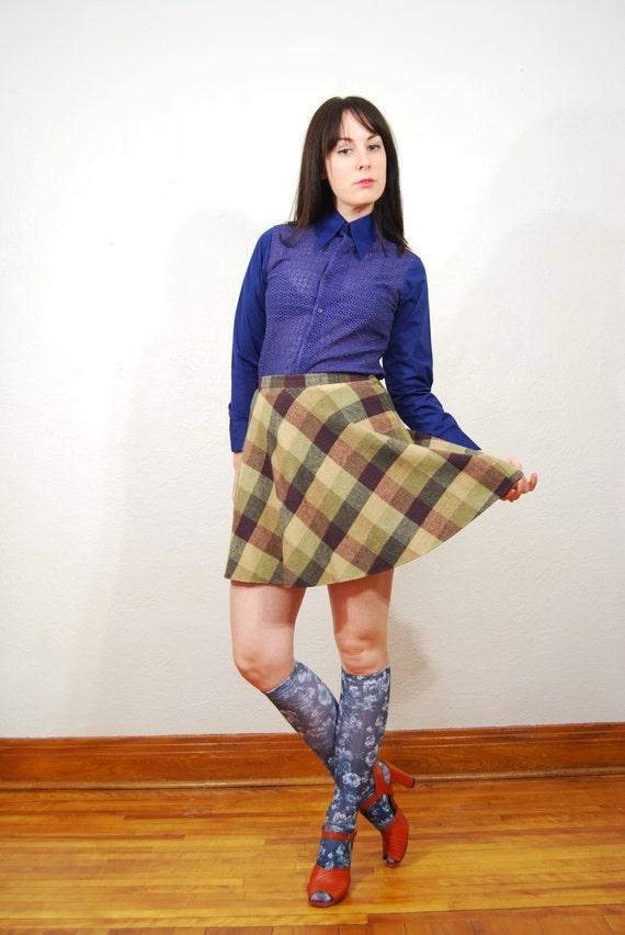 vintage 1970s / plaid / wool / circle skirt / mini mod skirt / S-M