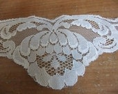 "Floral Pattern Scalloped Lace Trim Applique 1 yard - 2 1/2"" Wide - Ivory"