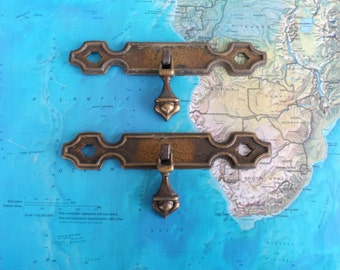 SALE! 2 small vintage brass metal drop pulls w/wide trimplates