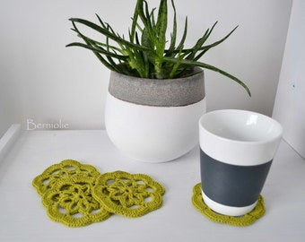 Crochet coasters pistachio green, set of 4, I933
