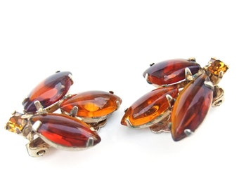 Vintage 1950s Earrings Amber Brown Glass Rhinestone Rockabilly Clip On Earrings Prong Set Gold Tone Mid Century Costume Jewelry