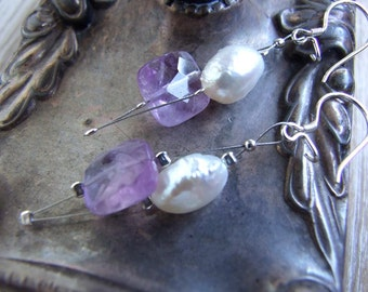 Summer earrings lightweight, Glamorous earrings in lavender faceted amethyst with white freshwater pearl, wedding earrings, bridal earrings