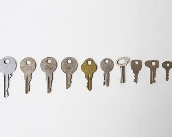 Assorted Lot of 10 Antique/ Vintage Keys