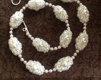White Pearl Beaded Bead Necklace