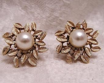 Vintage Coro Clip On Leaf and Pearl Earrings J59