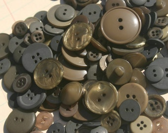 Olive Green Button - Sewing Assorted Round Bulk Buttons - 100 Buttons - Olive Branch - CHRISTMAS