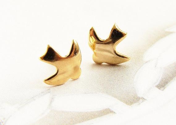 bird studs, lovebird Studs, Gold Bird post earrings, dove studs, Tiny flying dove post earrings, stocking stuffer, gift for teen girls