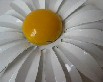 Daisy Flower Brooch Yellow White Enamel Vintage Pin