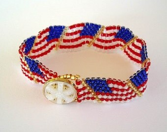 Wavy US Flag Beaded Bracelet Red White Blue Patriotic American Flag Day Memorial Day July 4th Peyote Stitch