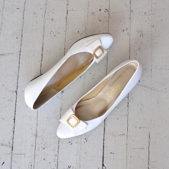 white leather flats / ballet flats / vintage white shoes