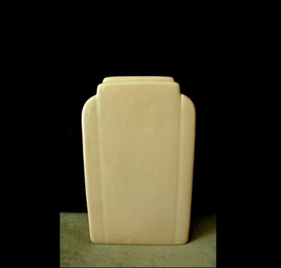 Art Deco Vase: Architectural Skyscraper Shape, Streamline Moderne Style in Pale Creamy Sand Color