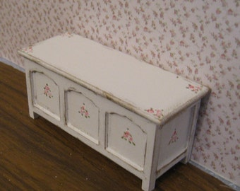 Dollhouse  Blanket Box, blanket chest, mini chest, distressed white,  rose bouquets, Twelfth scale, dollhouse miniature