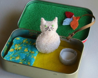 Travel Cat play set in Altoid tin felt plus toy with bed - fish toy- and milk bowl