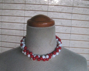 50s Vintage Lucite RED And WHITE  BEADS Cluster Choker Necklace 1950s