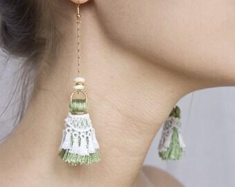 Lace earrings - Tassels - White lace, green tassels & gold chain