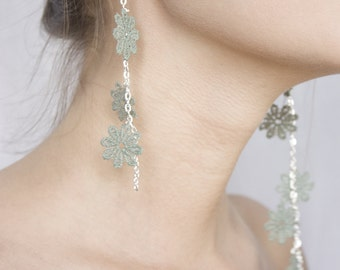 Lace earrings - Baby's breath - Iridescent mint lace with silver chain