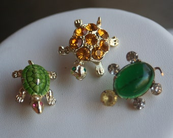 Vintage Lot of Three TURTLE Rhinestone Enamel Jelly Belly Emerald Green Amber Brooches