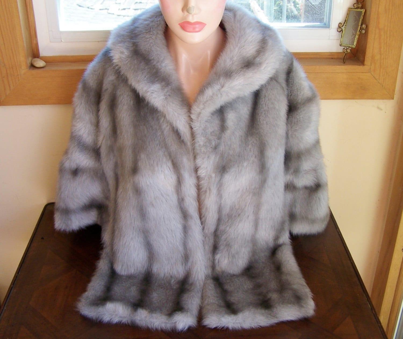 Faux fur stole cape silver grey eco vegan friendly size m - Stoel fur ...