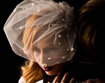 Wedding Birdcage Veil with Fowers and Pearls- Wedding Veil- Wedding Hair Accessories, Short Veil Vintage Look Bridal veil, headpiece