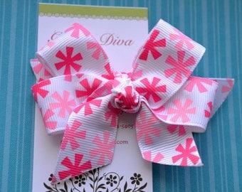 Shades of Pink Pinwheels Classic Diva Bow