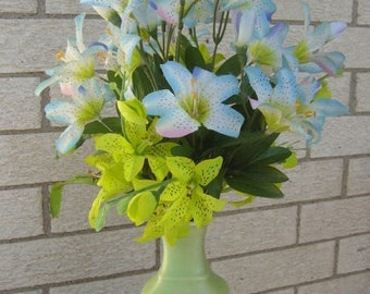 Avon Spring Dynasty Celadon Green Vase with Asian Lilly Arrangement - 1982 Memories from an EtsyMom