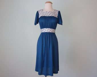 70s dress / blue floral print fitted waist flutter sleeve polka dot calico (xs - s)