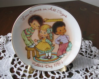 "Vintage 1984 Avon Mother's Day Plate ""Love Comes in All Sizes"" Mint Cond"