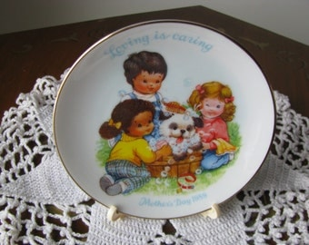 "Vintage 1989 Avon Mother's Day Plate ""Loving is Caring"" Mint Cond"