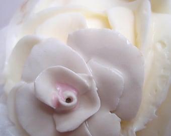 sweet treat: porcelain rose pendant