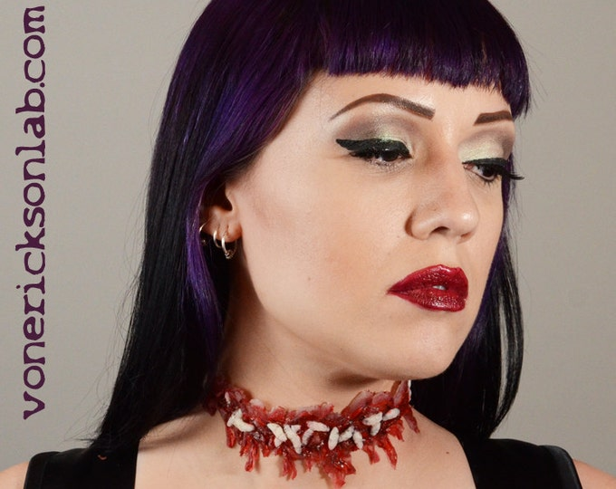 Creepy Cute Halloween Jewelry-Horror  Necklace - Zombie  Jewelry - Slit Throat  - Zombie costume Necklace with worms Slashed Throat