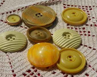 Nine Vintage Yellow/Gold Round Buttons BU25