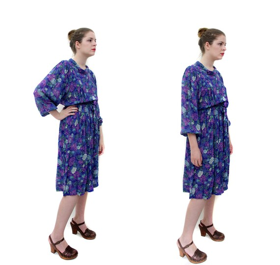 Vintage dress / 1970s purple floral long sleeve dress / size S-M
